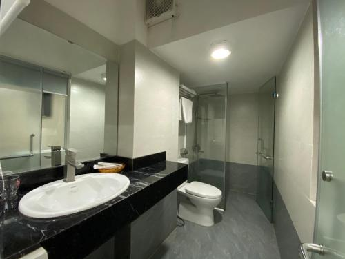 A bathroom at Nice Hue Hotel