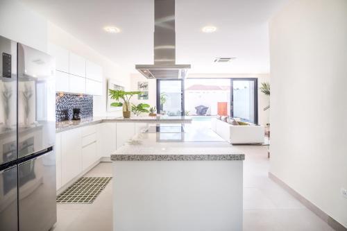 A cozinha ou cozinha compacta de Boca Catalina Residences