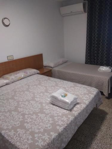 A bed or beds in a room at pension ureña Playa Isla