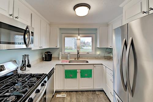 A kitchen or kitchenette at Dream Beach Home on Lewis Bay – Ocean Views home