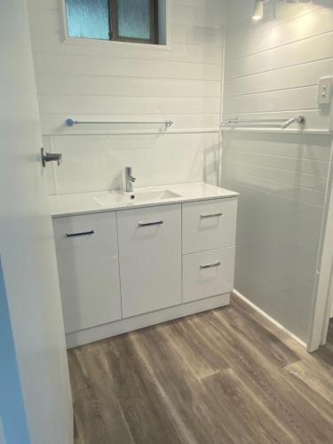 A bathroom at Bicheno by the Bay