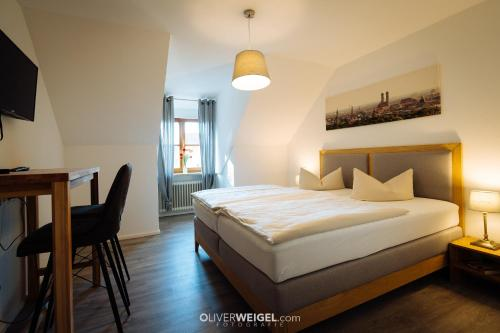 Ein Bett oder Betten in einem Zimmer der Unterkunft Hotel Reiter Bräu