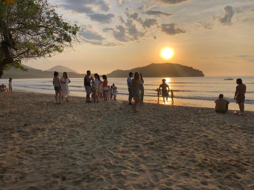 O pôr ou nascer do sol visto do hostel ou dos arredores