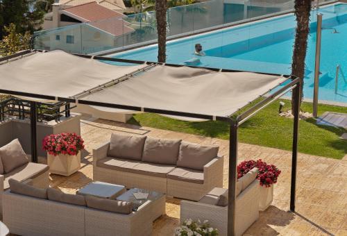 Der Swimmingpool an oder in der Nähe von Madeira Panorâmico Hotel