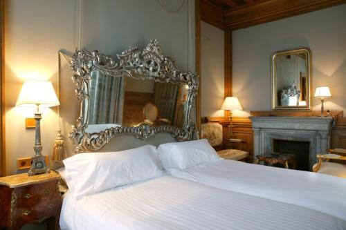 A bed or beds in a room at Castillo de Arteaga