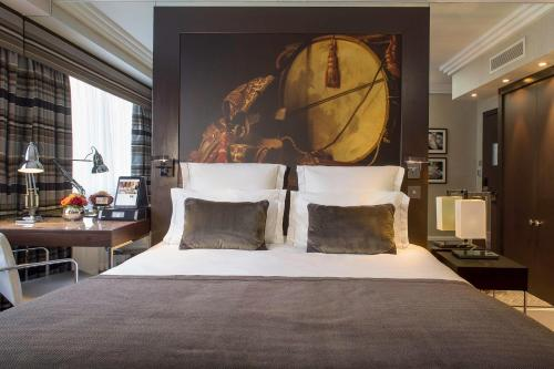 A bed or beds in a room at Jumeirah Lowndes Hotel