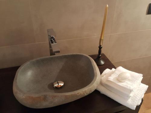A bathroom at Deacons Lodge