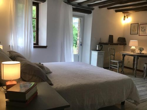 A bed or beds in a room at La Vigne