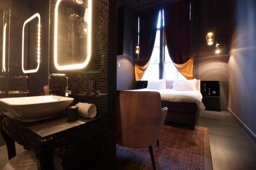 A bathroom at Boutiquehotel Staats