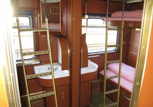 Een badkamer bij Train Lodge Amsterdam
