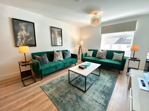 A seating area at High Street, Luxury City Centre Apartment, 3 Bed