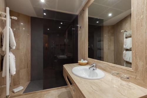 A bathroom at Hotel Europa