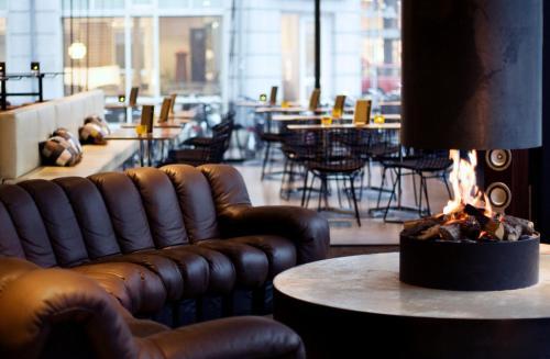 Ein Restaurant oder anderes Speiselokal in der Unterkunft Hotel V Frederiksplein