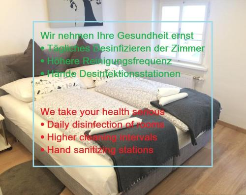 A bed or beds in a room at Cityhotel Junger Fuchs