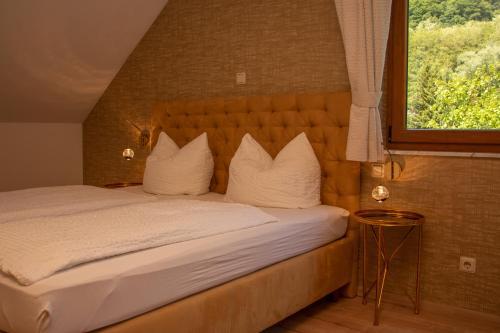 Ein Bett oder Betten in einem Zimmer der Unterkunft Hotel Laux