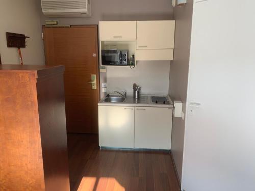 A kitchen or kitchenette at Les Viviales - Villa Rambouillet