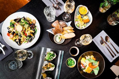 Lunch en/of diner beschikbaar voor gasten van Hotel Brasserie de Huifkar
