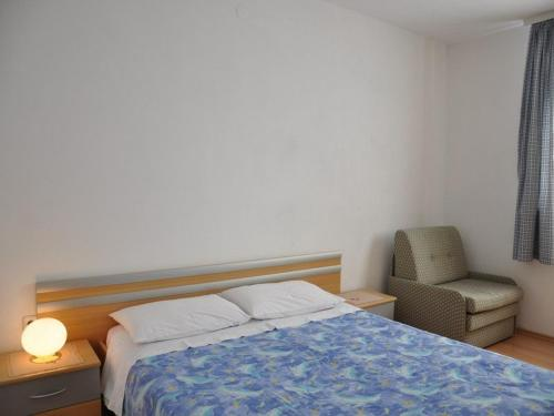 A bed or beds in a room at Pet friendly Apartments Licul
