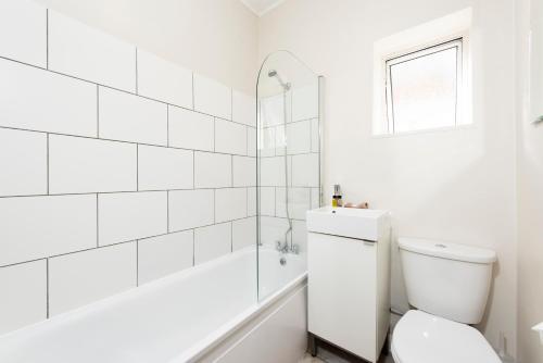 A bathroom at Apartments on the Park