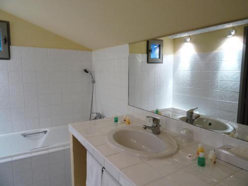 Salle de bains dans l'établissement Le Jas de Gordes