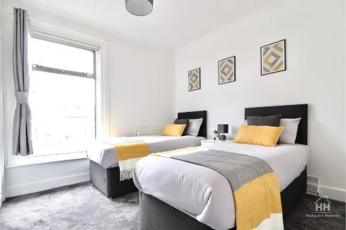 Spectacular 2 Bedroom House in Hibbert Street