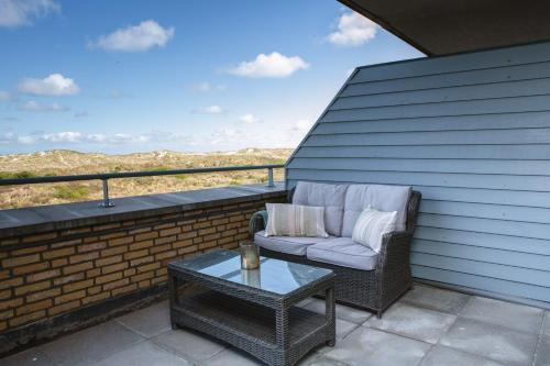A balcony or terrace at Paal 8 Hotel aan Zee
