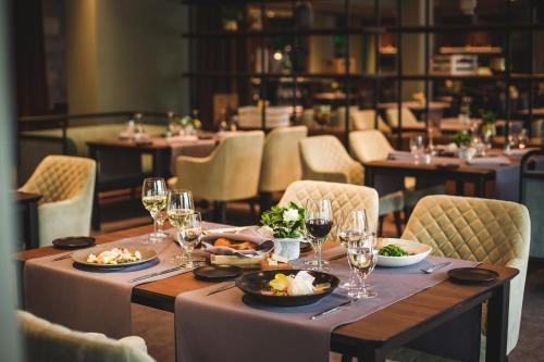 Restoran või mõni muu söögikoht majutusasutuses Hotel Jurmala Spa