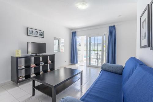 Een zitgedeelte bij Vista Mar Apartamentos