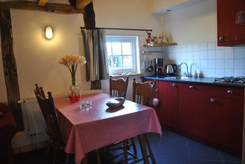 Een keuken of kitchenette bij Logies den Heijkant
