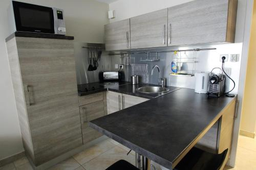 A kitchen or kitchenette at Martinez hotel district 60 meters to the sea & croisette