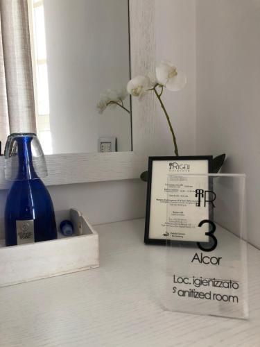 A bathroom at Rigel Villanova Rooms