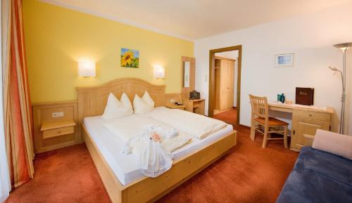 Ein Bett oder Betten in einem Zimmer der Unterkunft Pension St.Leonhard
