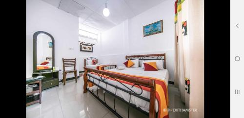 A bed or beds in a room at Charlton Kandy City Rest