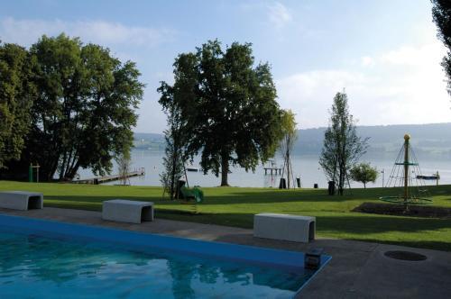 Der Swimmingpool an oder in der Nähe von Beinwil am See Youth Hostel