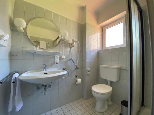 Ein Badezimmer in der Unterkunft Hotel Tanneneck