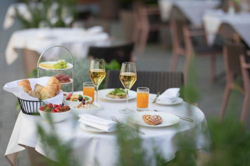 Ein Restaurant oder anderes Speiselokal in der Unterkunft Residence Hotel