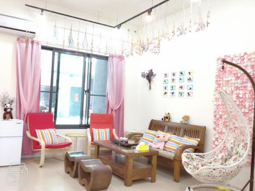 A seating area at Girlish Heart B&B