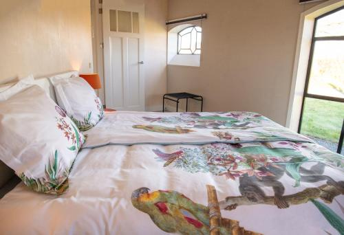 Een bed of bedden in een kamer bij Boerenhofstede de Overhorn