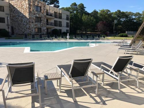 The swimming pool at or near Doubletree by Hilton Hotel Williamsburg