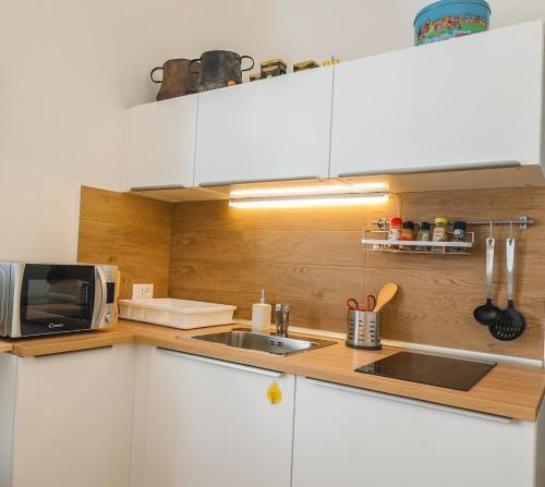 Cucina o angolo cottura di Lucky Inn, La Locanda della Fortuna