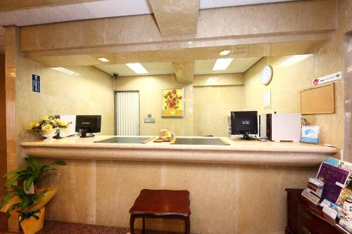 The lobby or reception area at Hotel Palace Inn Toyota