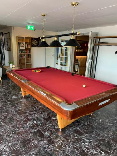A pool table at Hotell Kung Gösta