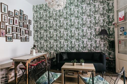 A seating area at Lolita BCN Apartment