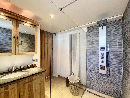 A bathroom at Poppy vakantiekamers