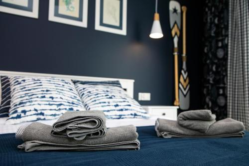 A bed or beds in a room at Blue Horizon