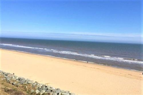 Beachcomber Chalet- short walk to the beach, near Great Yarmouth and Norfolk Broads
