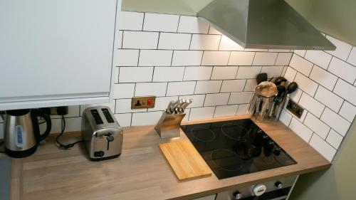 A kitchen or kitchenette at Luxury Modern Apartment with Netflix