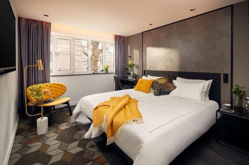 Een bed of bedden in een kamer bij Park Plaza Vondelpark Amsterdam