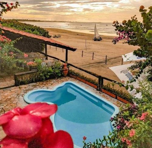 Uma vista da piscina em Pousada Vira Sol ou nos arredores