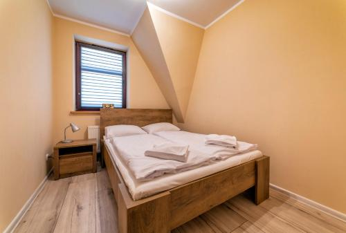 A bed or beds in a room at Apartamenty ALICJA